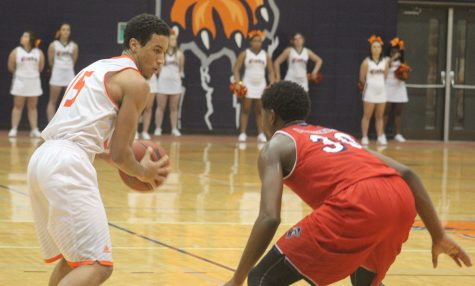 Men's basketball falls short in two close home games
