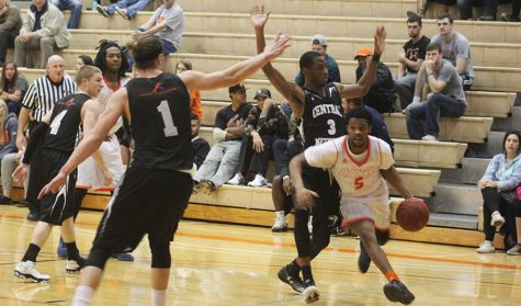 Men's basketball uses big second halves to win two Heart games