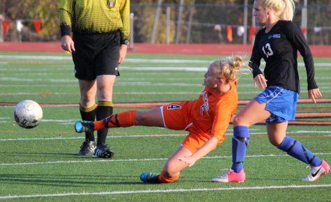Women's soccer moves to 3-1