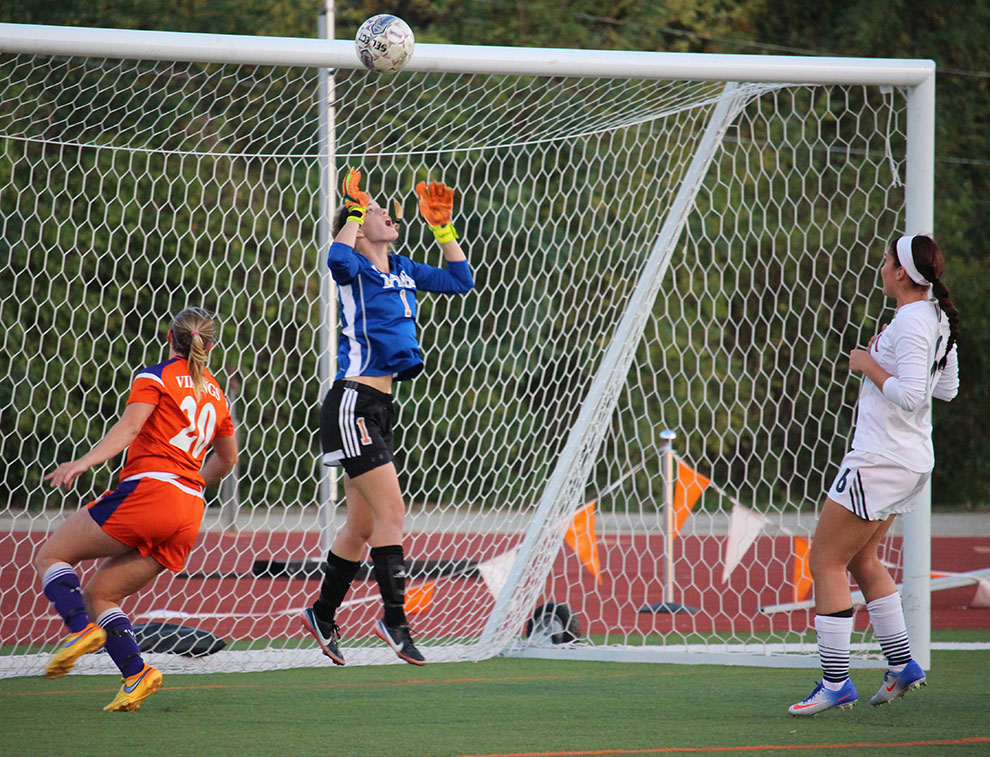 Goalie+Rachel+Hunt+jumps+to+prevent+a+Missouri+Valley+goal.+Hunt+registered+a+shutout+in+the+game+on+Oct.+26+at+Liston+Stadium.+Image+by+Jenna+Black.