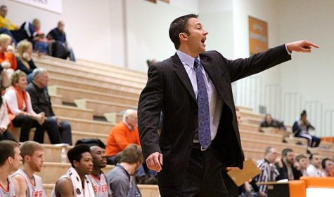 Men's basketball snaps losing streak
