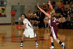 Women's basketball team snaps four-game skid