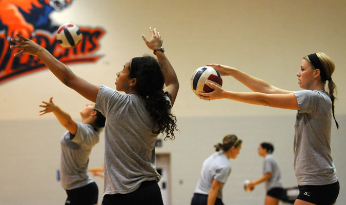Volleyball team defeats Graceland