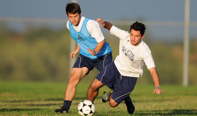 Men's soccer advances to Heart semifinals