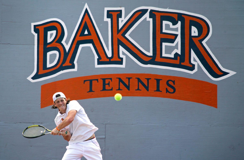 Tennis sweeps Southwestern