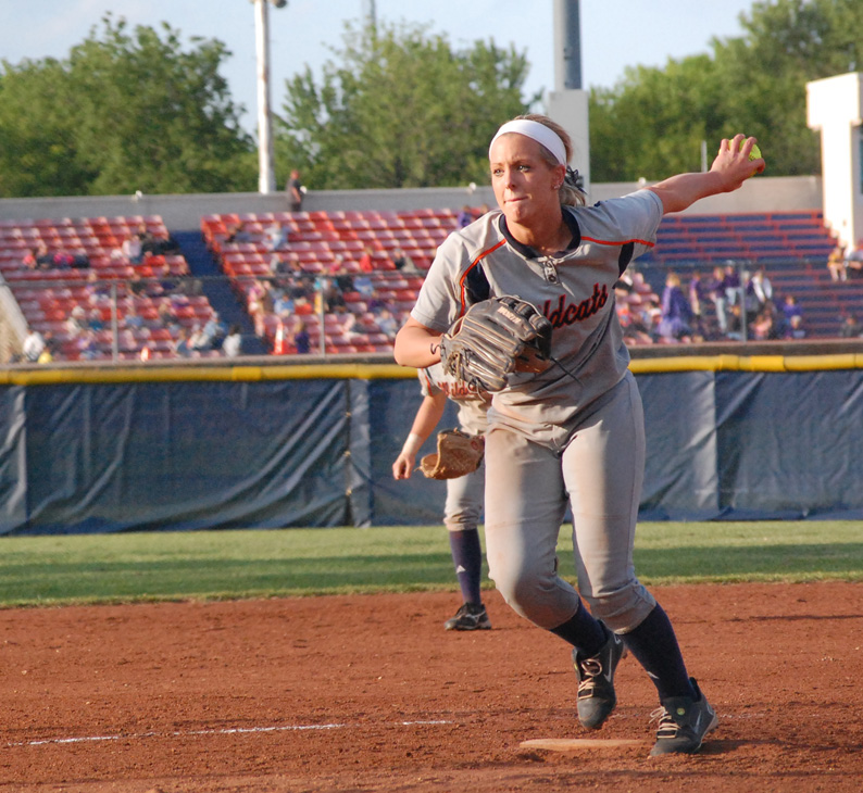 Eagles swoop in to sweep 'Cats