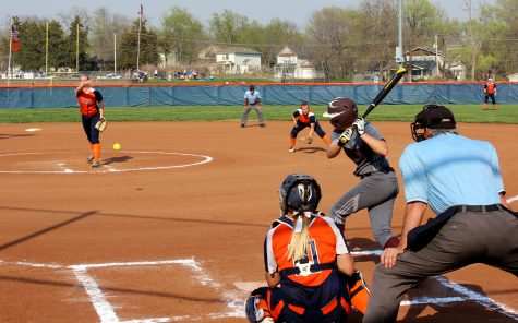 Softball splits with Avila