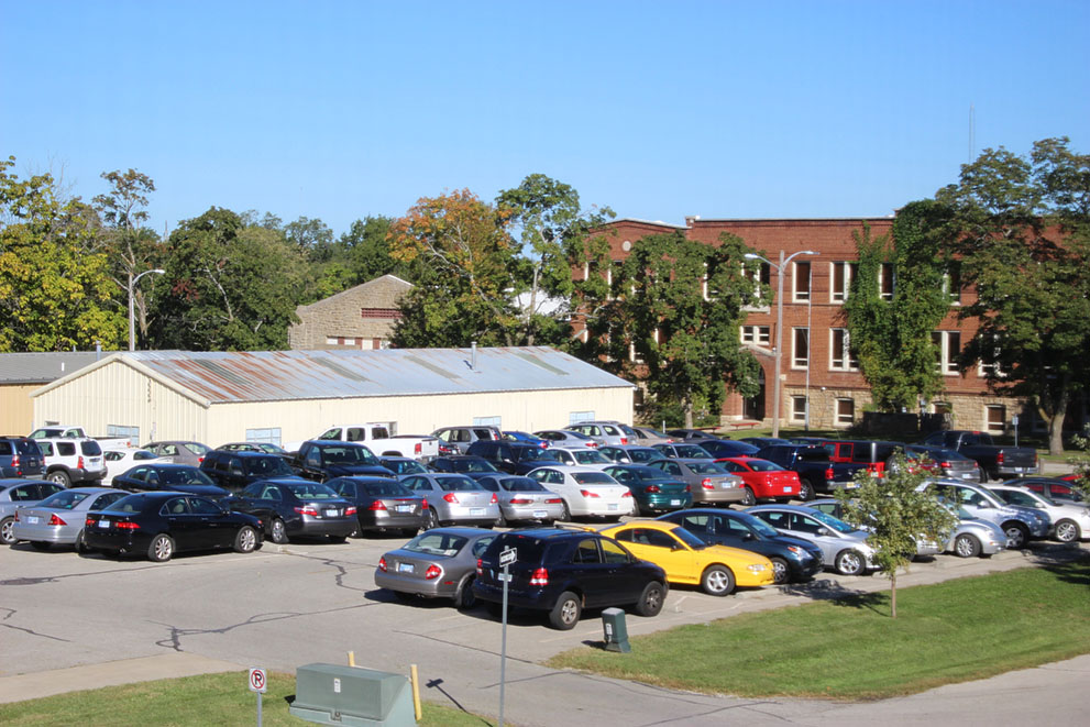 Full+campus+parking+lot+behind+Pulliam+Hall.+Image+by+Lexi+Loya.