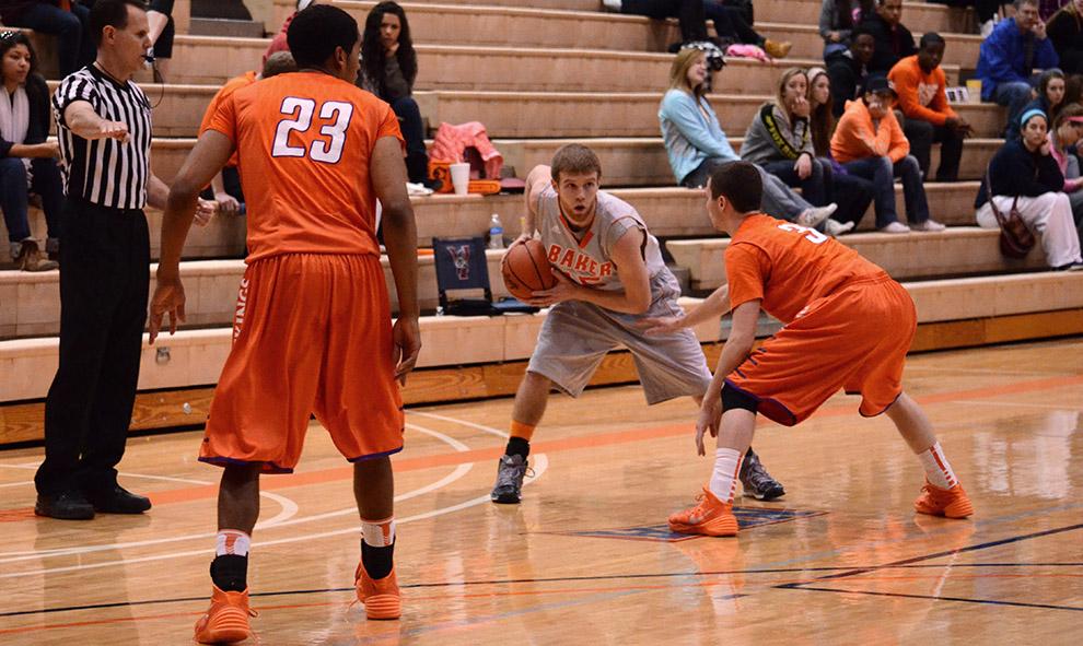 Men's basketball struggles in close contests