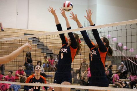 Volleyball team upsets No. 1 Viterbo