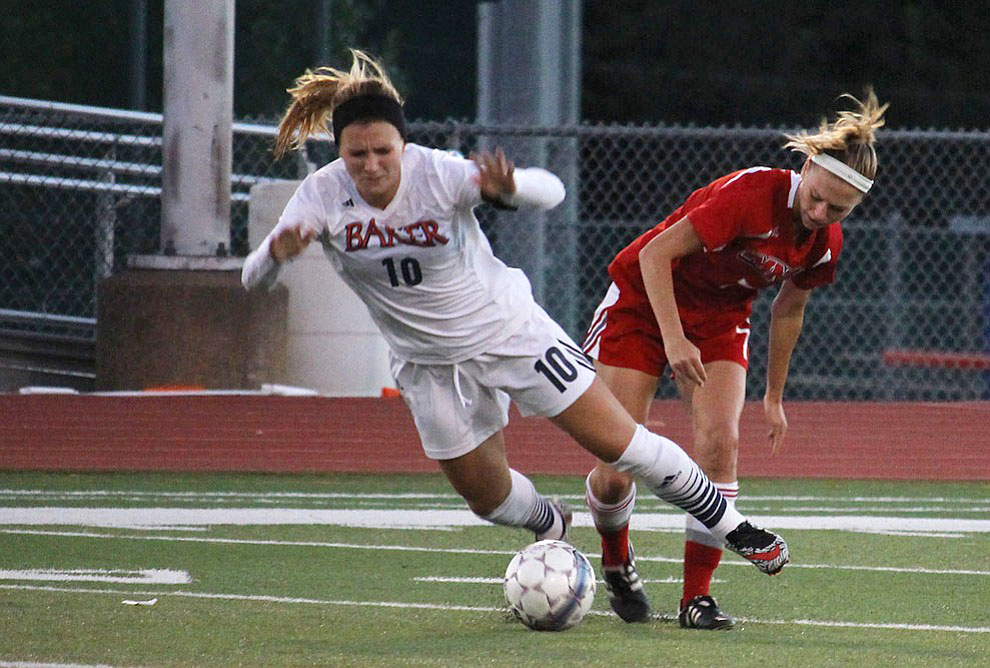 Women's soccer beats MNU 3-2 on Rivalry Night