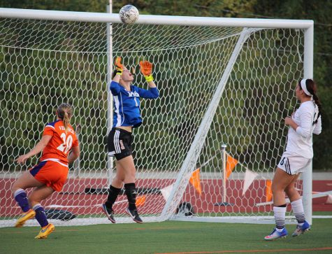 Women's soccer team takes unbeaten streak into playoffs