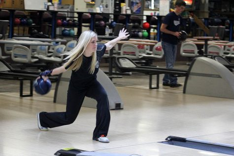 Bowling competes against national seeds