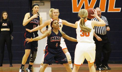 Women's basketball heads to Heart tournament finals