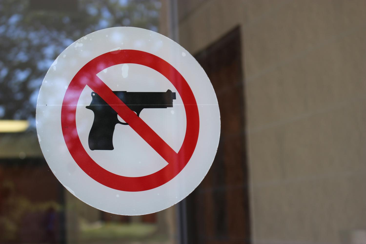 An+example+of+the+%22no+gun%22+signs+which+are+posed+on+several+campus+buildings.