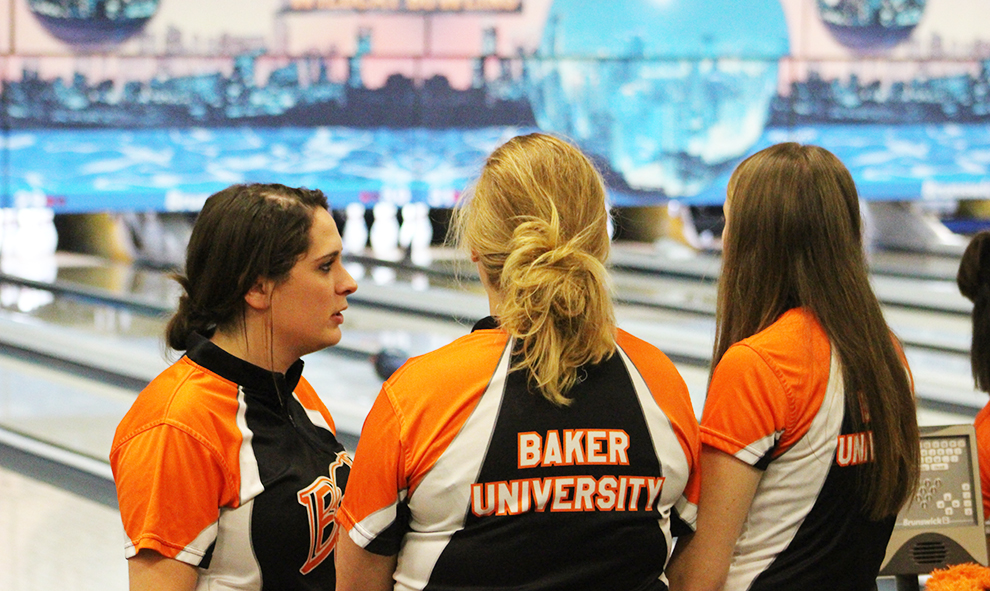 A group of bowlers converse with each other during a meet. Last season women's bowling finished seventh at the 2018 Intercollegiate Team Championships Sectional Qualifer. The team's first match of the season is set for Saturday, Oct. 6 at Wauwatosa, Wisconsin.