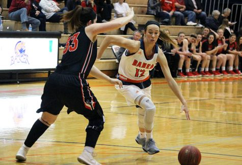 Women's basketball remains first in conference standings
