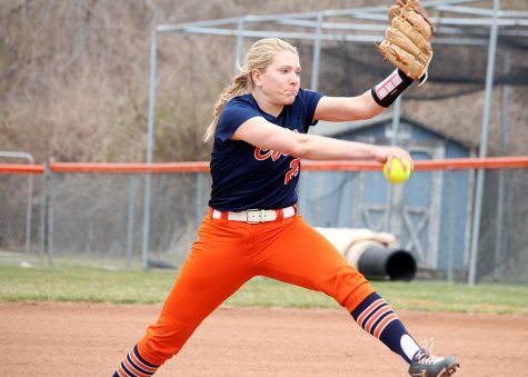Softball continues winning trend against Grand View