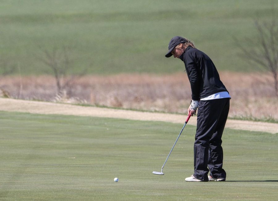 Sophomore Hannah Daugherty putts for birdie during the Baker Spring Invitational.