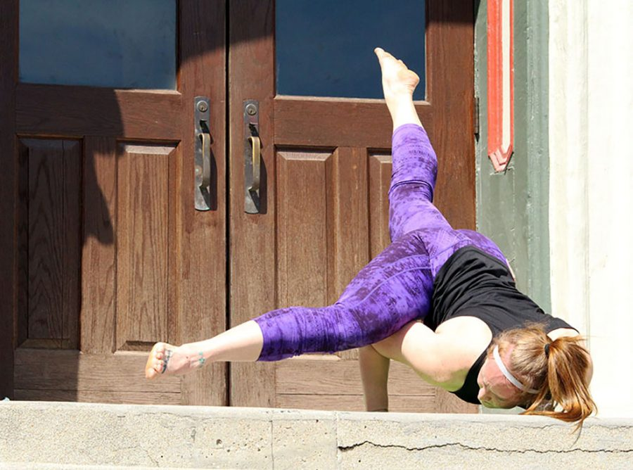 Baker alumna Dom Barbour led the Power Yoga session on the steps of Parmenter Hall. Barbour gave the students different levels of difficulty for poses.