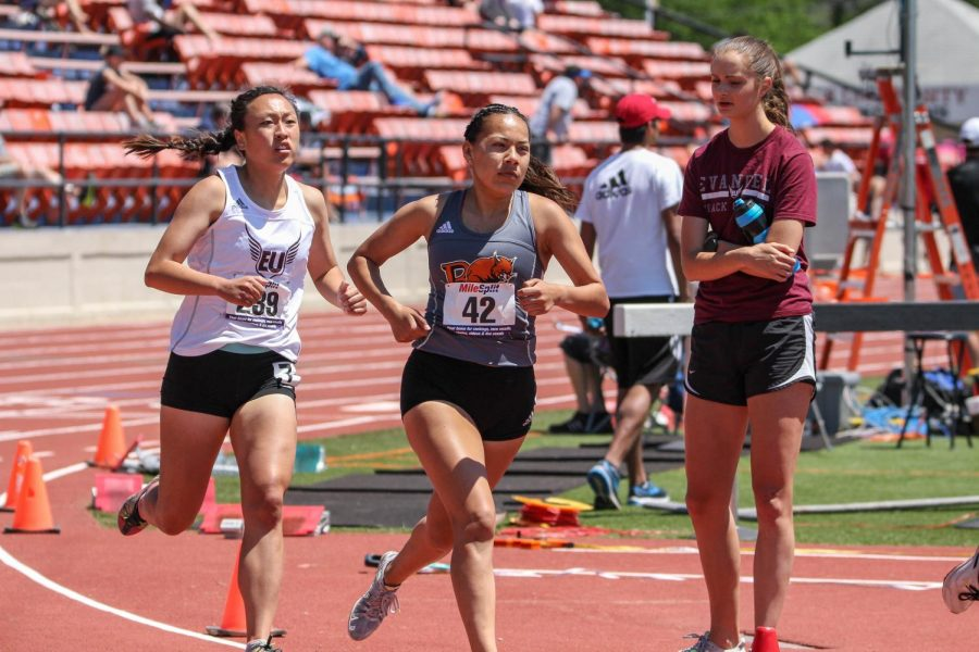 Sophomore Janeane Hernandez focuses as she rounds the final corner at the Heart Championships.