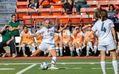 Women's soccer wins with two last minute goals