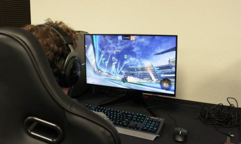 An over the shoulder of Justin Toumberlin playing in the National Association of Collegiate Esports (NACE) Rocket League Fall Championship.