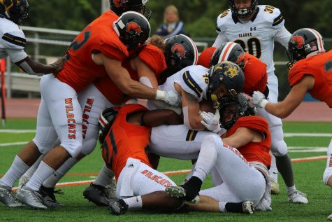 Baker Football beats MNU