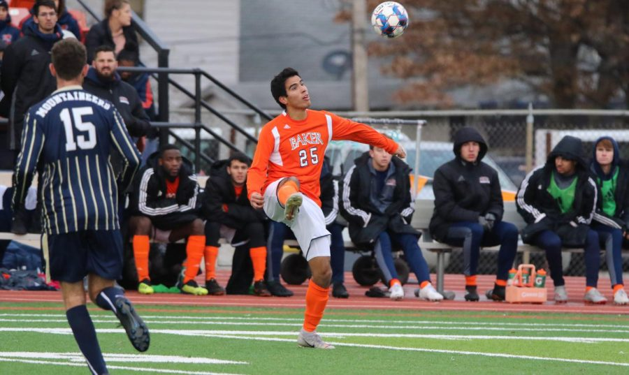 Sophomore+Juan+Jose+Bonilla+settles+the+ball+from+goalkeeper+Lorenzo+Giaretti.+The+Wildcats+played+against+Eastern+Oregon+University+in+Liston+stadium+Nov.+22+in+the+first+round+of+playoffs.