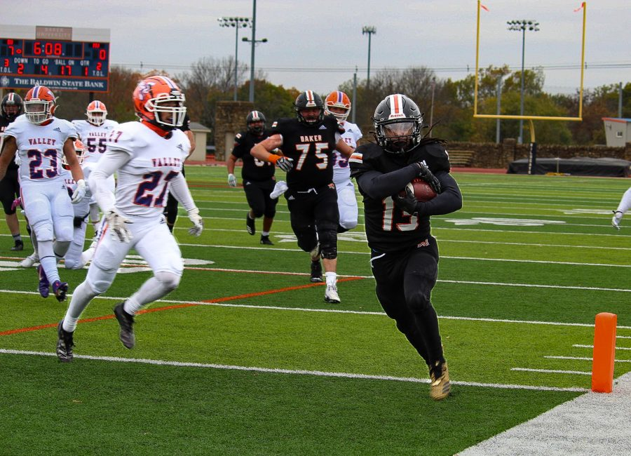 Wide Receiver Rashaan Houston strolls in for a second Baker touchdown.