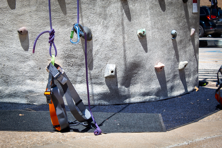 Given the tall heights, safety was a priority. To protect participants from injuring themselves, harnesses and special equipment were required for all climbers.