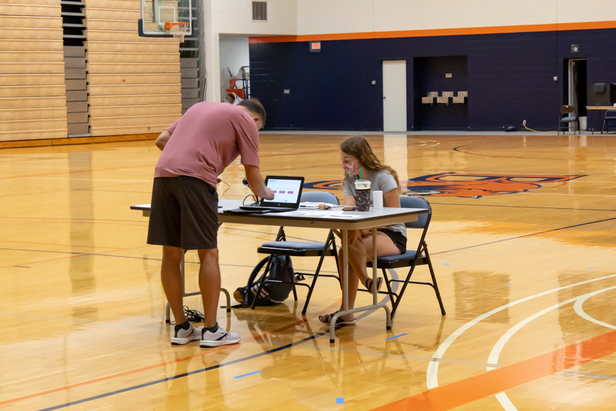 Sophomore Taylor Evans, also a member of the Pre-Health Club, helped sign in the donators.
